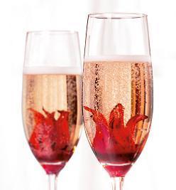 ... Cocktail Global con su Flor de Hibiscus. ¿Te animas a zambullirte en